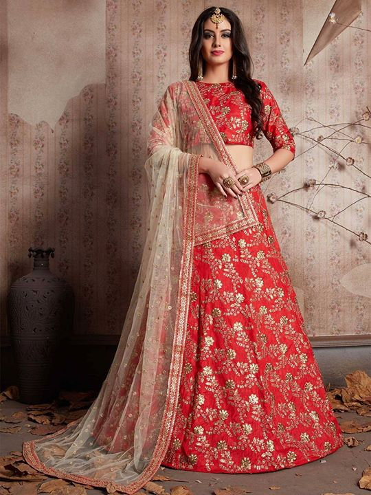 Order online latest red color Indian wedding embroidered lehenga for brides from ZaraaFab collection. Look beautiful at your special occasion with this designer wedding lehengas choli. Every suits are made to measure and customized. https://bit.ly/2uOR214 #redlehenga #weddinglehenga #lehengacholi #instadiscount #lehengainspiration #indianweddingdress #bridelook #indianwedding